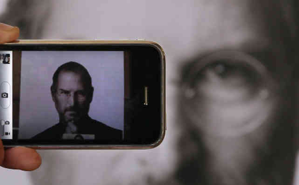 iphone-steve-jobs-apple