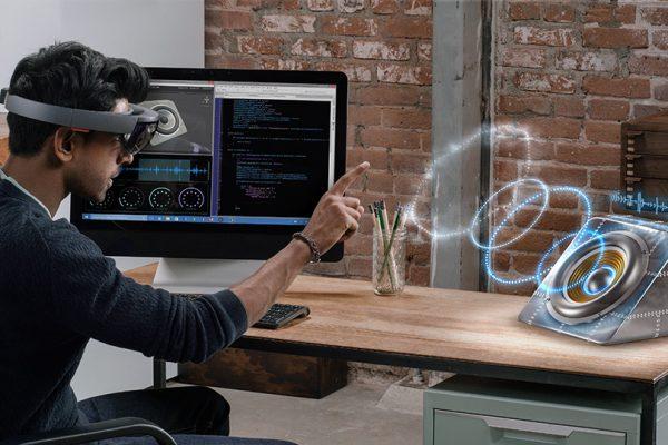 VR-headset-Microsoft